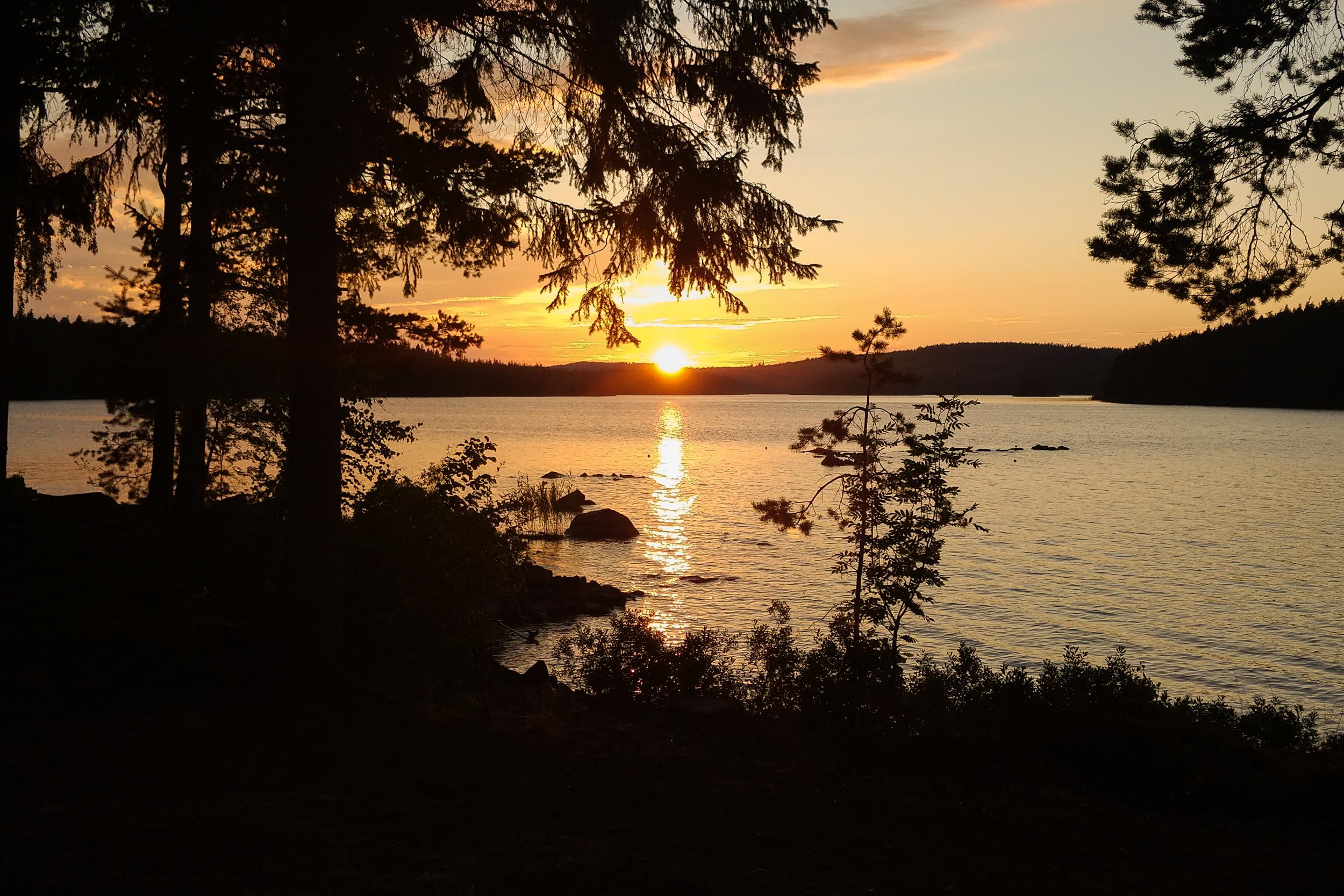 Solnedgång vid sjön