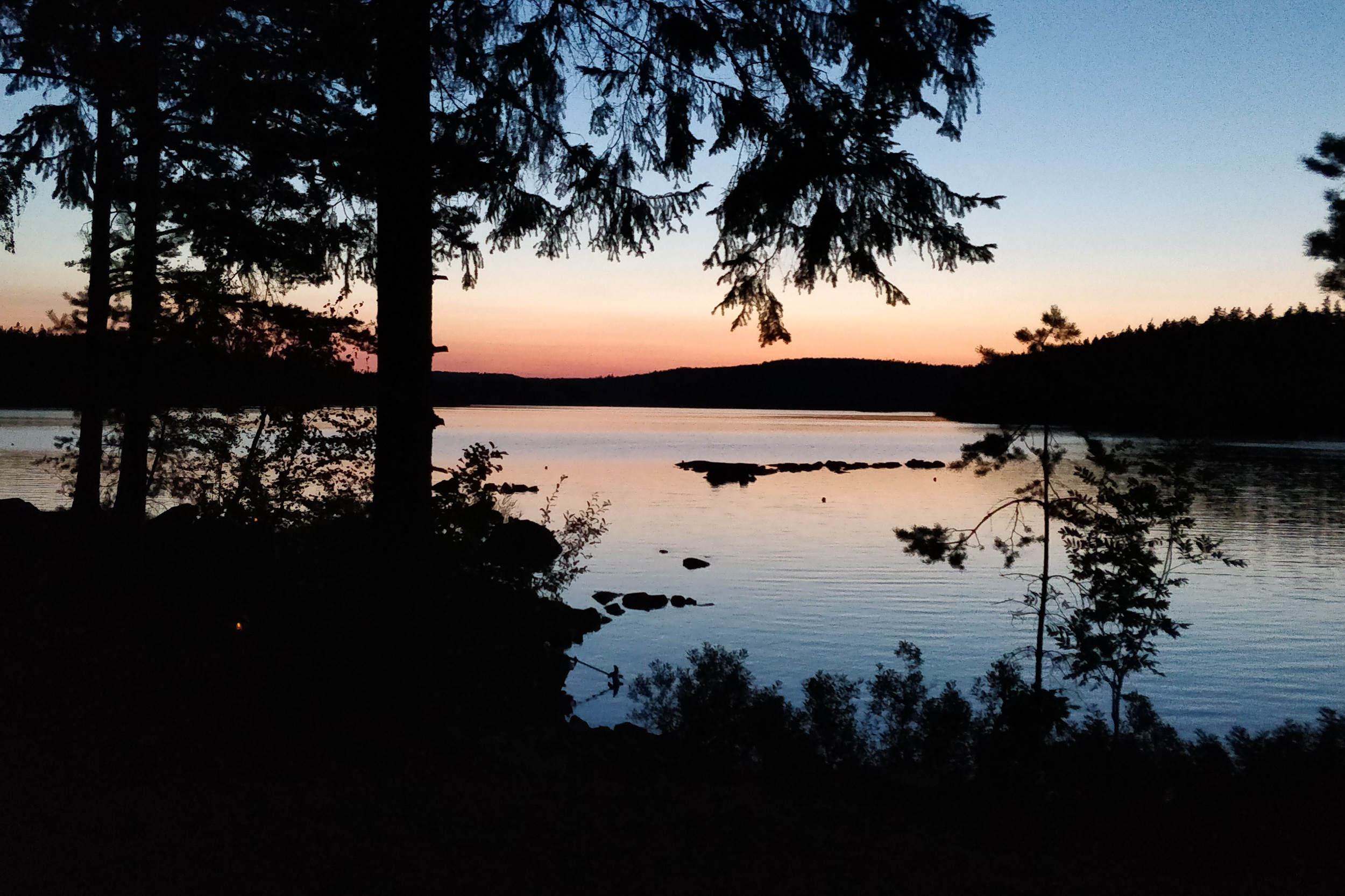 Skymning vid sjön
